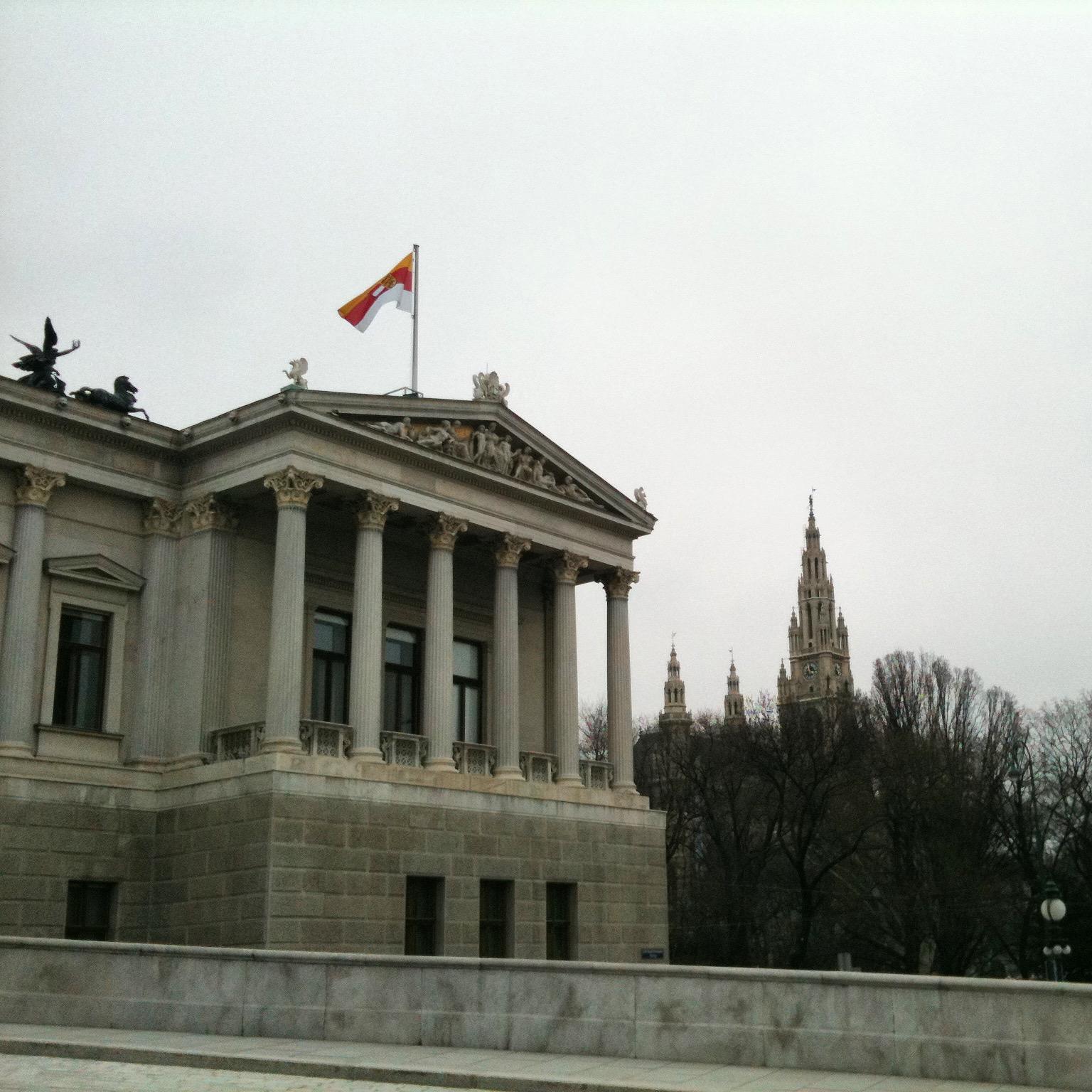 Vienna brucia il parlamento lettere da vienna for Il parlamento